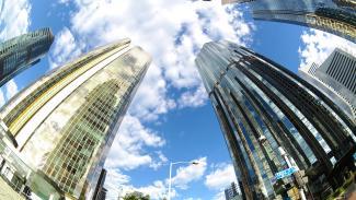 两座摩天大楼