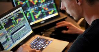 Stocks on laptops adam-nowakowski-MFms-wkv3Ow-unsplash
